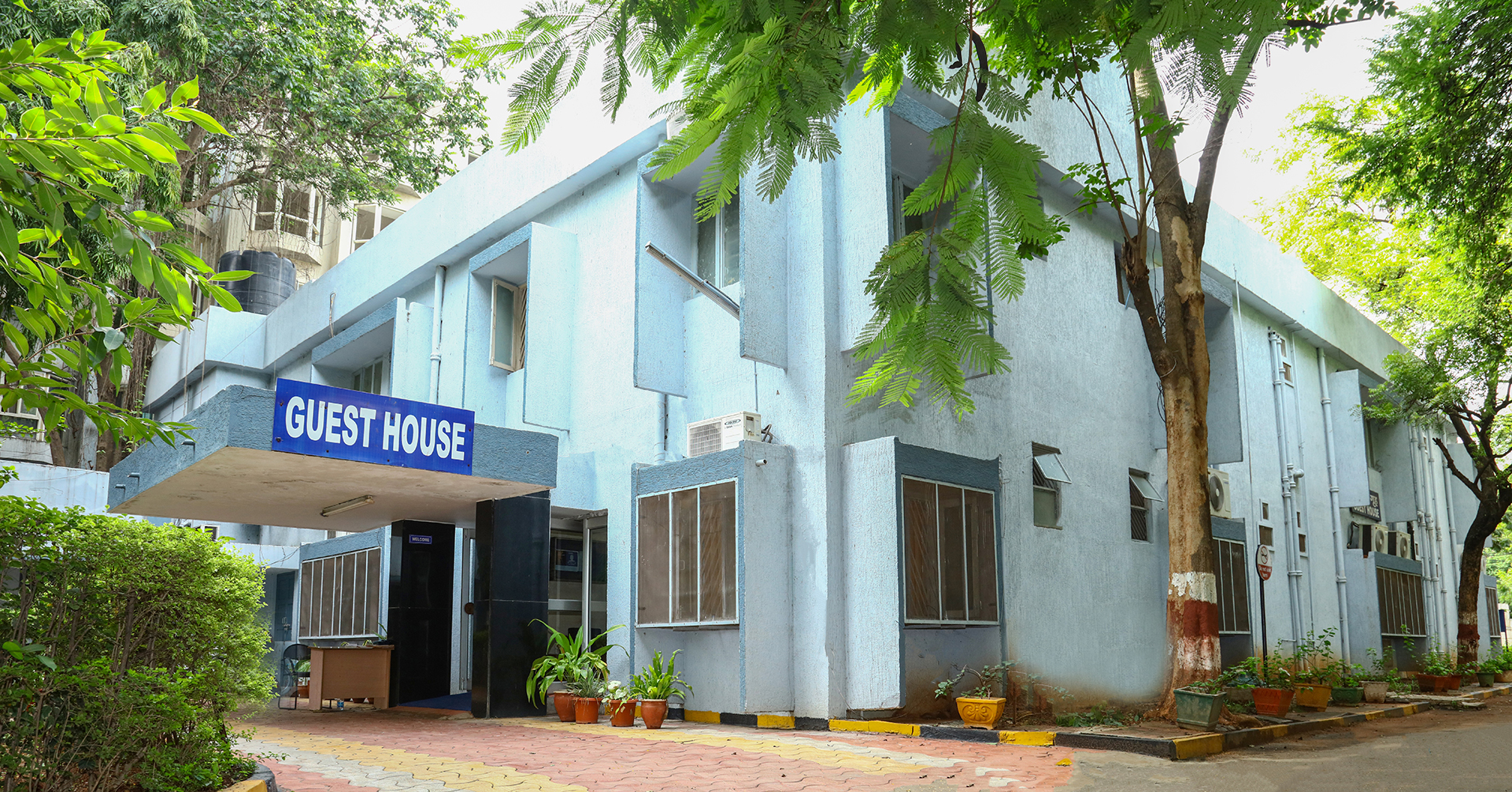 Apart From The Several Hostels, The University Also Has A Guest House That  Warmly Welcomes Visiting Faculty, Parents And Guardians For A Comfortable  Stay On ...